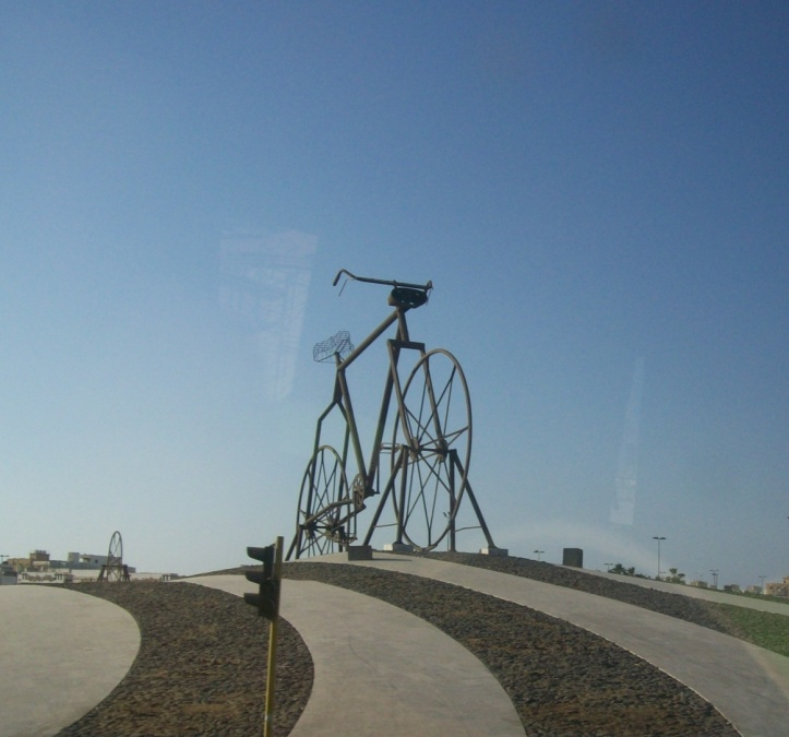 Monumen Sepeda Raksasa di Jeddah