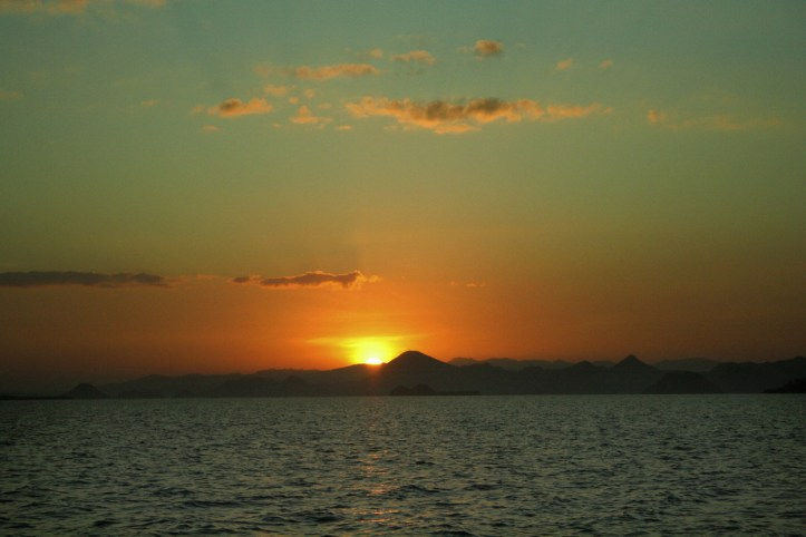sunrise dari atas boat