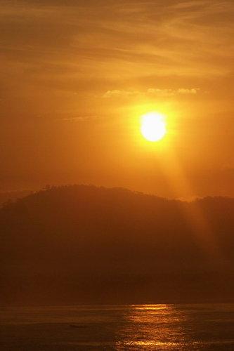 matahari hampir tinggi