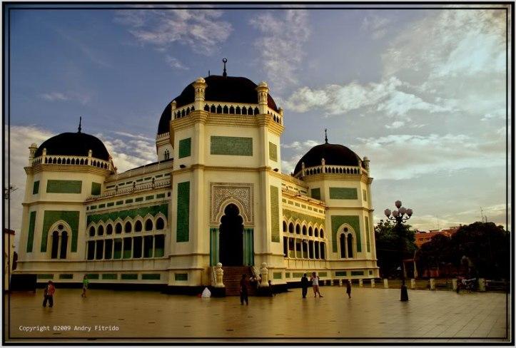 pic pinjem dari sini http://archive.kaskus.co.id/thread/6392001/0/8-bangunan-bersejarah-di-indonesia