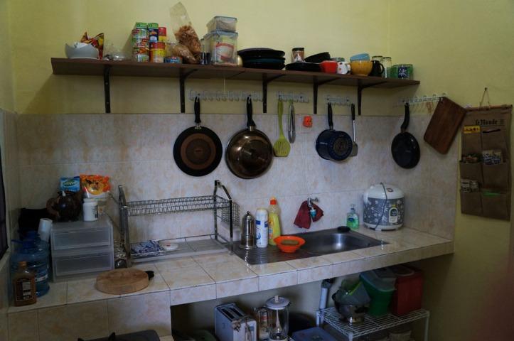 rombengan di dapur :) hmmm yahh masih ala kadar banget sih hehehe. cuman saya juga belon perlu yg canggih2 abis masaknya aja masih abal2