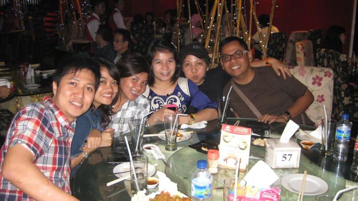@Resto Nelayan Sun Plaza Bang Yudi, Nonie, Erika, Heni, Gerit, Mas Wulie Taken by Matt