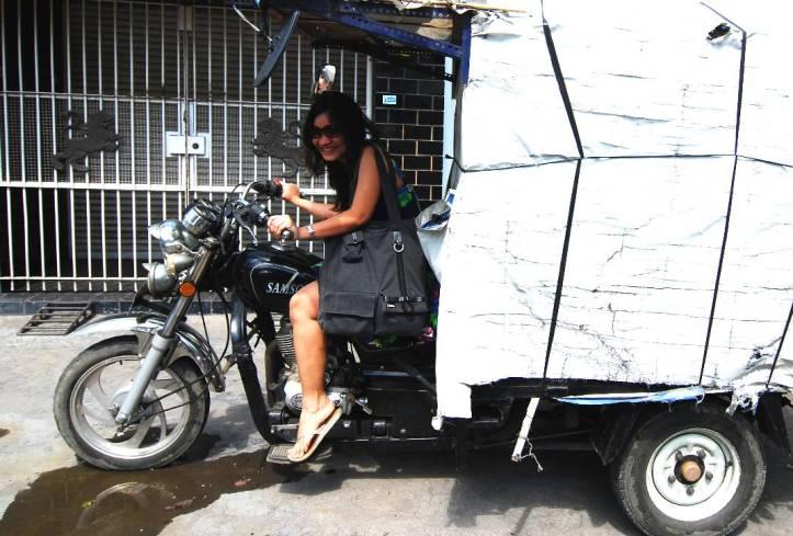 saya disalah satu pojokan kota tua surabaya dengan motor :) foto was taken by Jo
