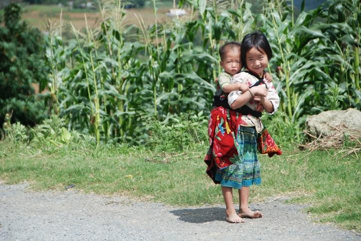 kids at lao chai. Foto ini juga masuk dalam artikel saya tentang sapa di majalah JalanJalan edisi des 2011