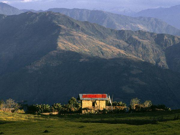 pic pinjem di travel.nationalgeographic.com  . Pengen tinggal di Bhutan secara negara ini TOP banget deh dan rajanya juga cakep hehe