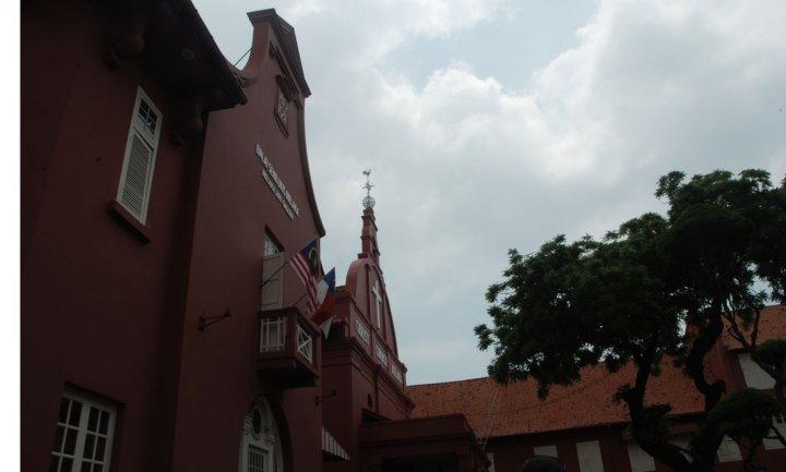 gereja tua yang masih di pergunakan untuk Misa