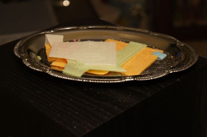 roti dalam tradisi Polandia yang biasanya nanti disobek2 trus dibagi2 ke masing2 orang disertai doa :)