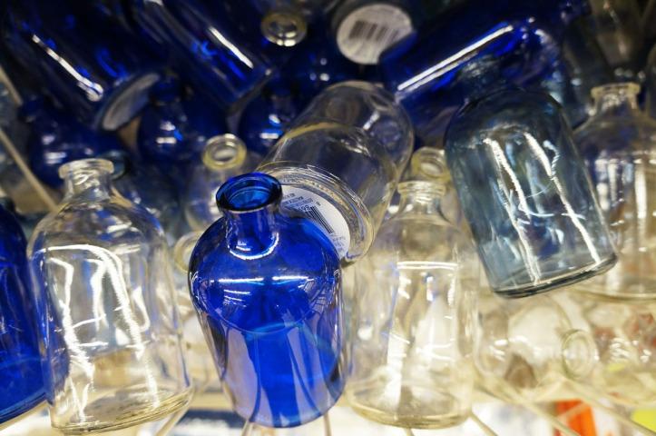 Botol-botol kecil yang entah untuk apa nih :)
