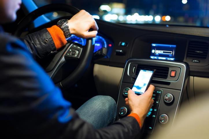 pic pinjem dari http://www.digitaltrends.com/mobile/texting-driving-banned-in-florida/