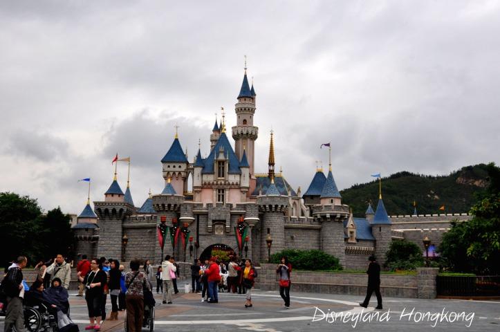 Disneyland. Berasa di negri dongeng ya