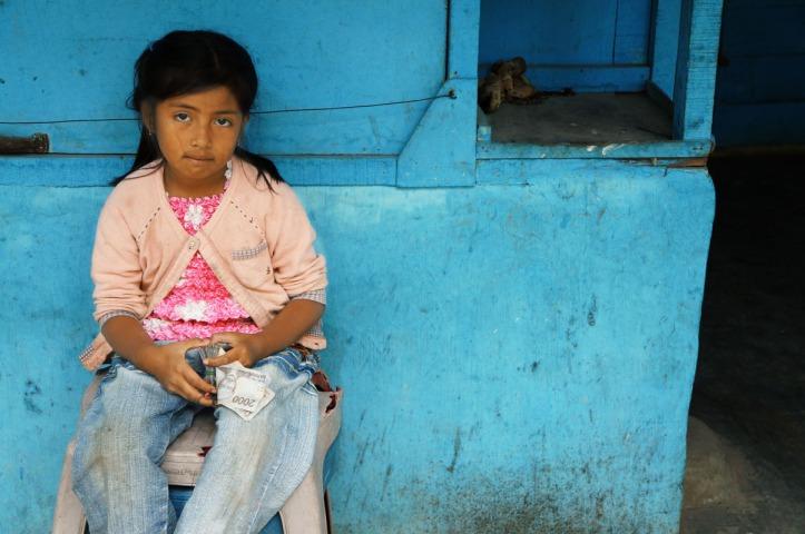 Gadis kecil penjaga toilet busuk