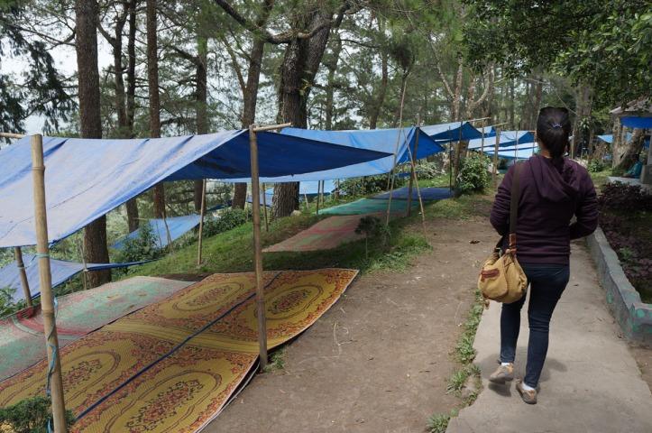 Deretan tenda yang disewakan