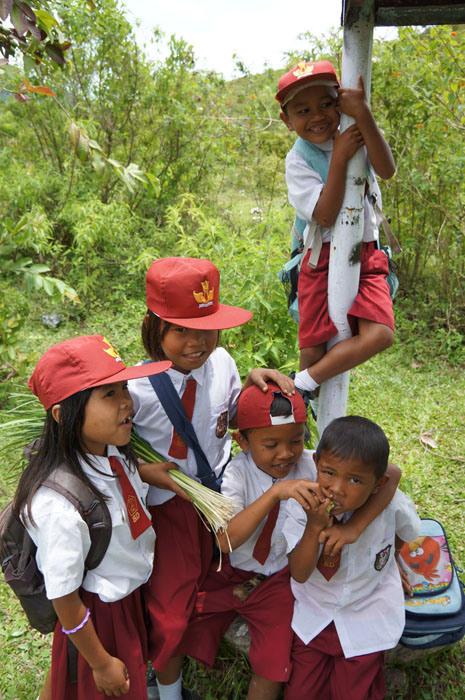 Anak-anak Samosir setelah pulang sekolah