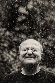 pic http://www.pinterest.com/pin/553942822887924974/ Mukanya si Bapak ini happy banget, jadi nular deh. *seruput kopi, lupa sakit hahaha*