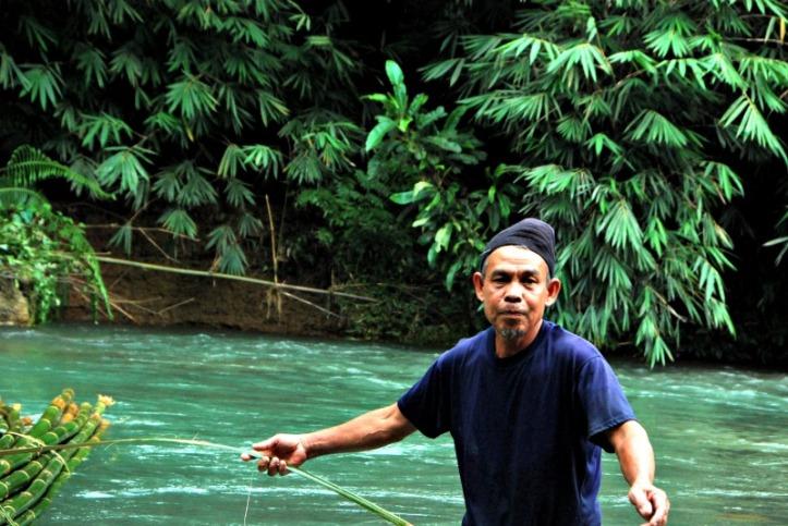 Bapak penghanyut bambu
