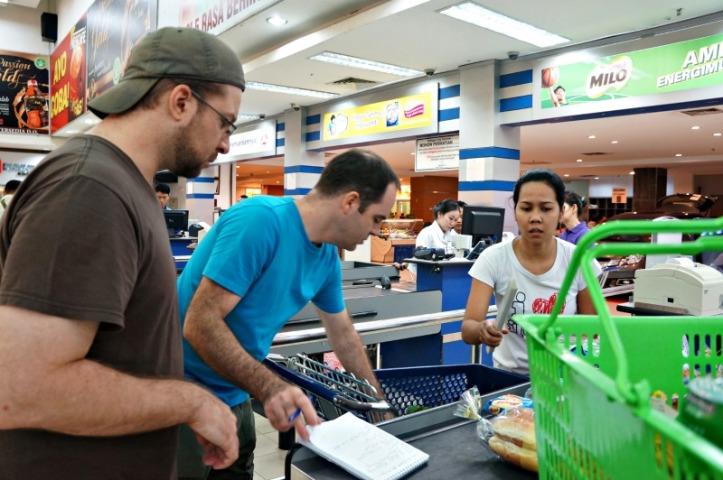 Belanja pagi-pagi di Berastagi supermarket
