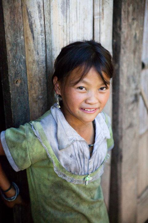 Anak kecil dari suku H'mong