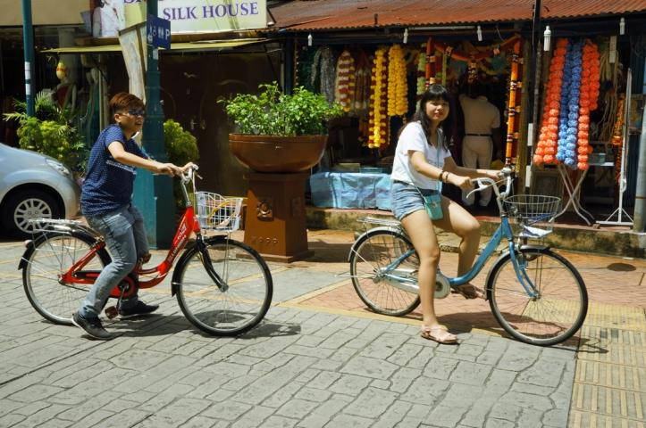 Bersepeda menjadi salah satu kegiatan menyenangkan di Penang.