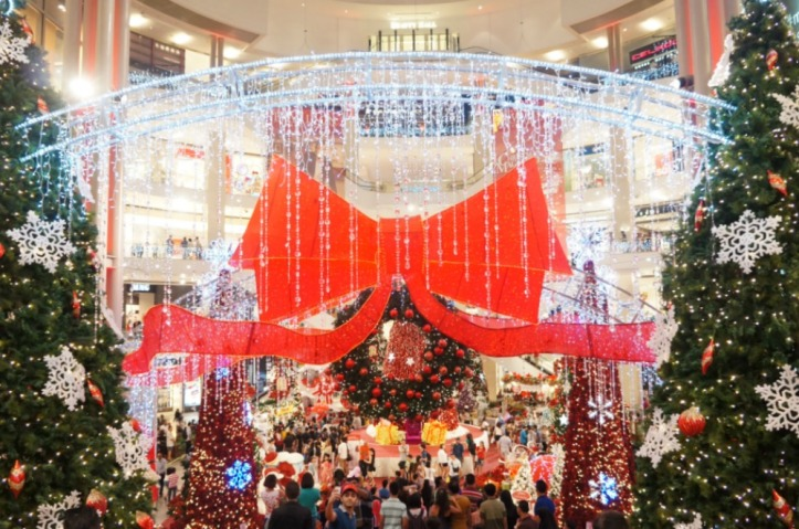Suasana natal di Pavillion Mall. Selalu hip hip huray