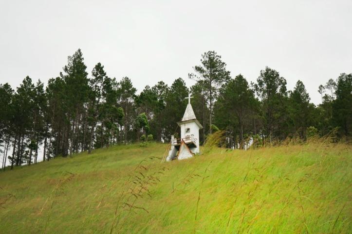 Kuburan di atas bukit. Super keren