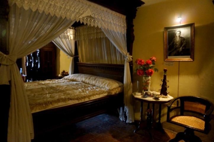 Ruang tidurnya.