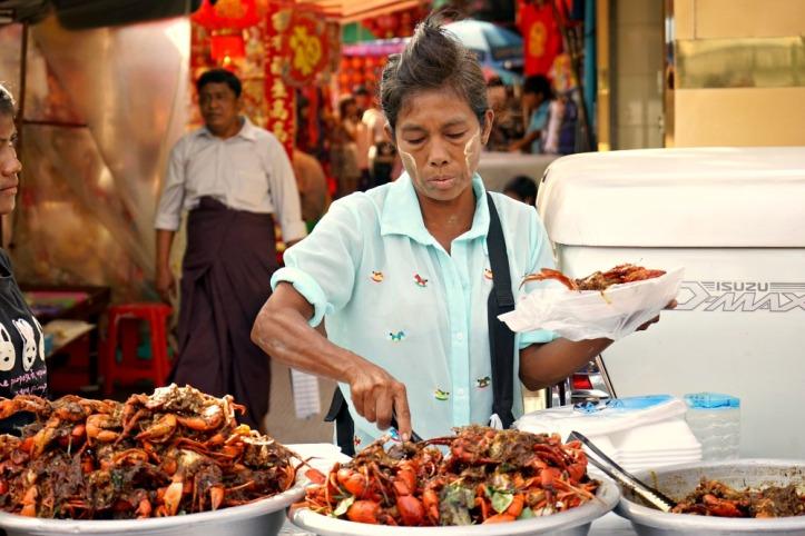 Pedagang Kare kepiting dan thanakha