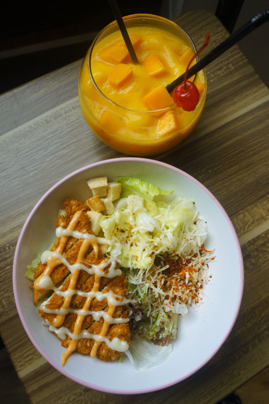 Caesar salad + manggo smooties Posh Cafe