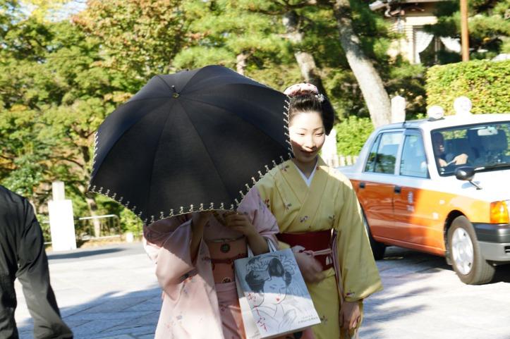 Yang ditutupin malah bukan Geisha/Maiko-nya haha