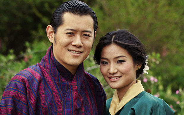 Pic source : www.telegraph.co.uk Raja Bhutan dan Istri