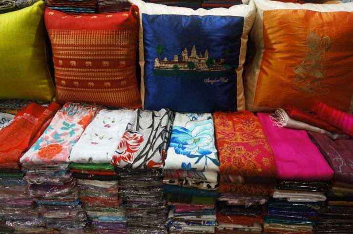 Russian Market: Toul Tom Poung Market. Terkadang barangnya campuran dari Thai, Vietnam dan Laos
