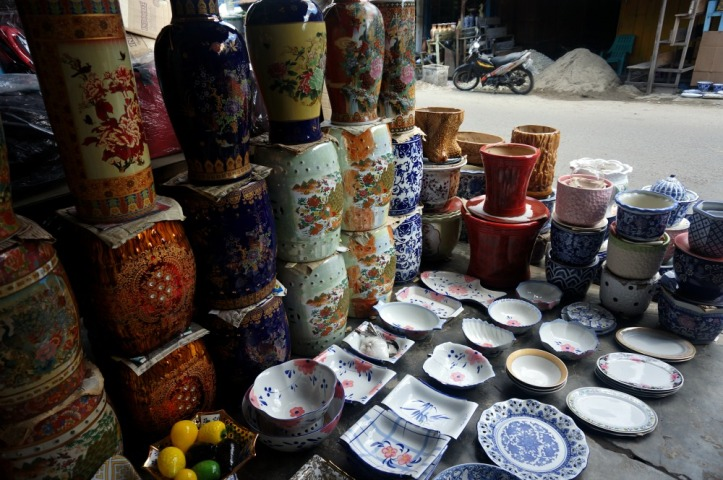 Keramik-keramik yang dijual di pasar