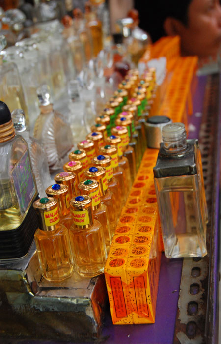 Pedagang Parfum di Kampung Ampel