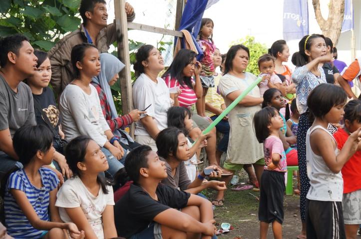 Perlombaan khas 17 Agustus - Panjat Pinang
