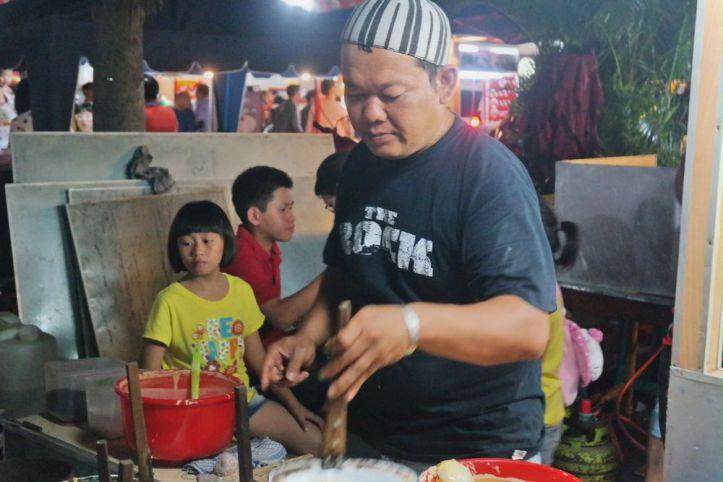 Pedagang martabak Piring Asia Mega Mas Medan