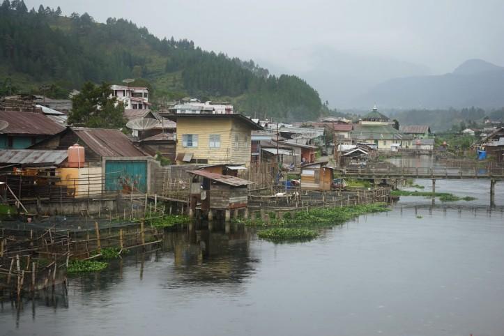 Dari sungai di tengah kota Takengon