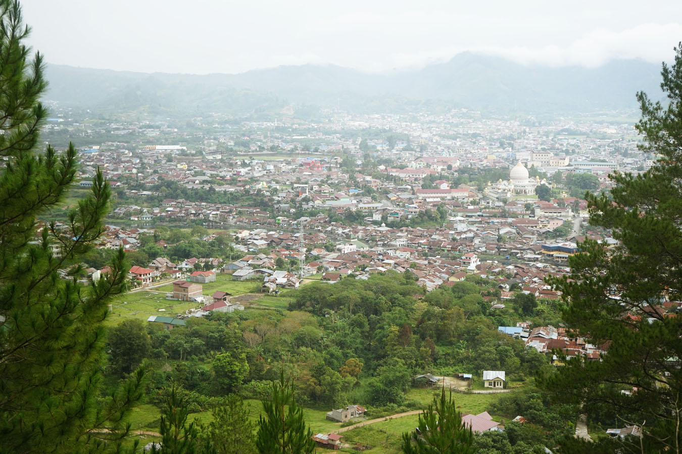 Takengon Indonesia  city photo : Kota Takengon dari atas bukit Saya di Lapangan pacuan kuda. Setiap tgl ...