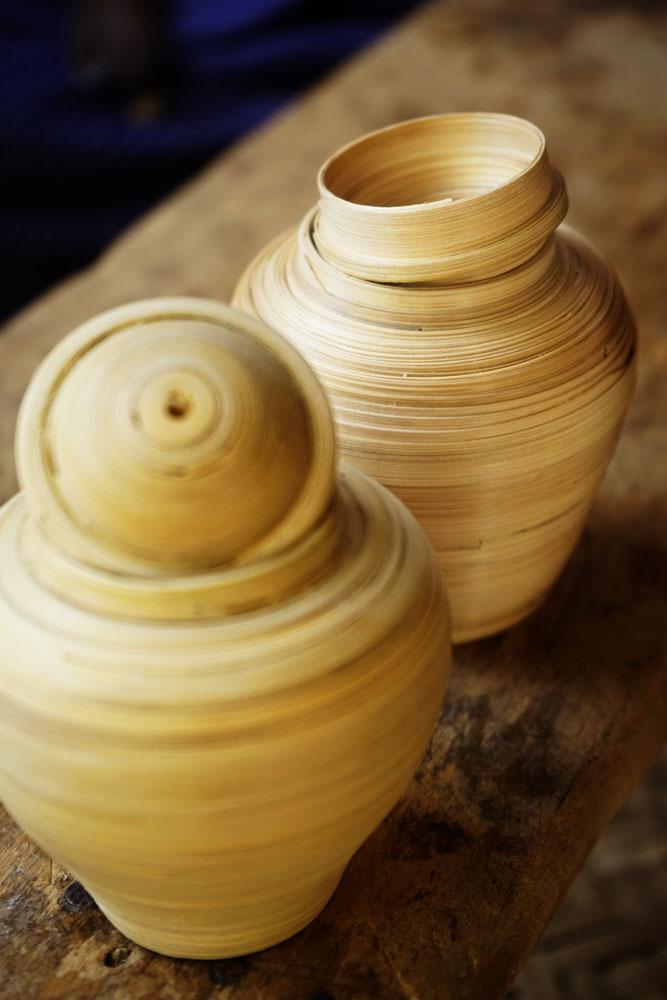 Myanmar crafters lacquerware