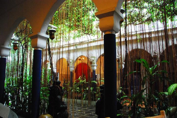 Jalan masuk menuju Hotel Tugu Blitar