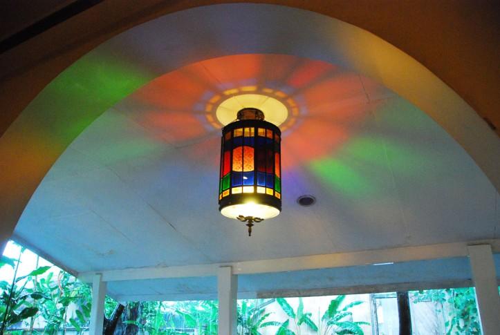 Lampu cantik di gedung belakang