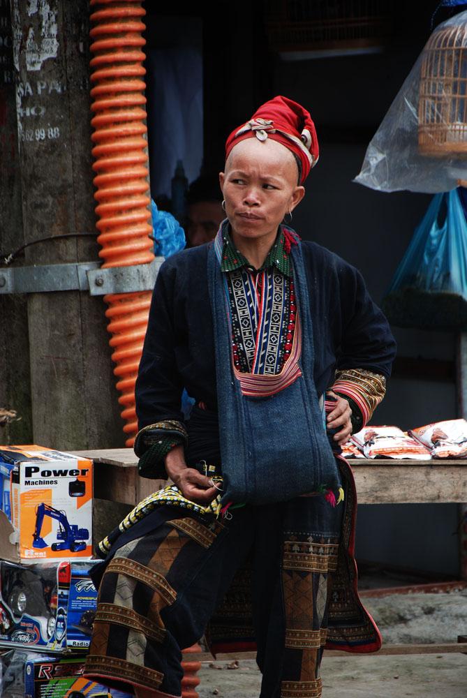 Wanita H'mong di pasar