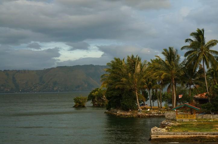 Danau Toba di sore hari