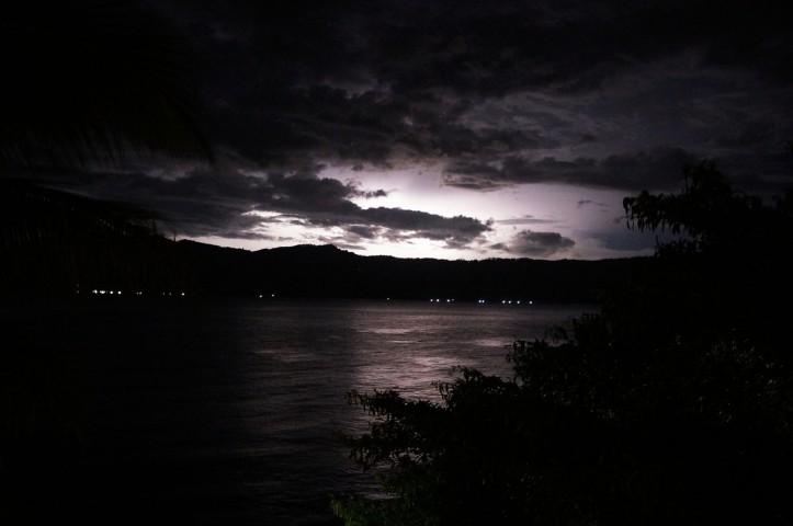 Ketika ada kilat dan hujan besar