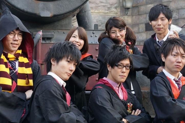Sebagian pengunjung yang menggunakan kostum seperti murid sekolah sihir