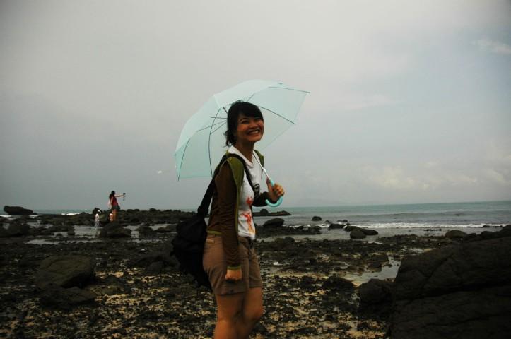 SEperti kebanyakan cewek Indonesia, saya gak kuat kalau gak pake payung haha *lagunya*
