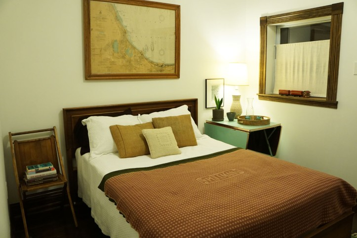 Tempat tidur dengan selimut Pullman