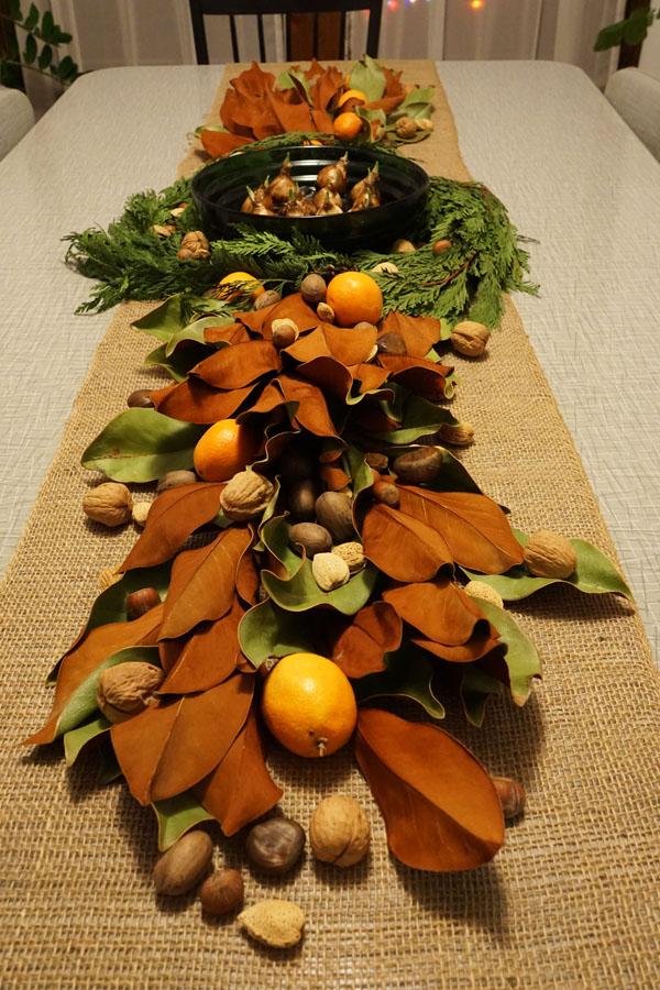 Meja makan menjelang jamuan Natal