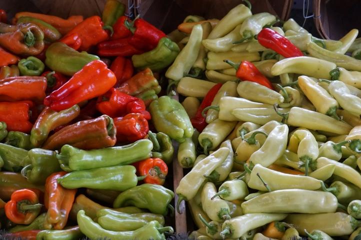 Small peppers Kalau gak salah yang ini bisa langsung dimakan kayak cemilan. Saya pernah beli tapi rasa-rasanya bentuknya lebih kecil. Gak tau sama apa gak :)