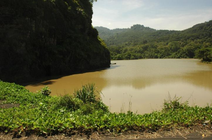 Watu Godhek Lumajang Ini ada kayak sungai/muara dekat dengan pantai tapi airnya kuning.